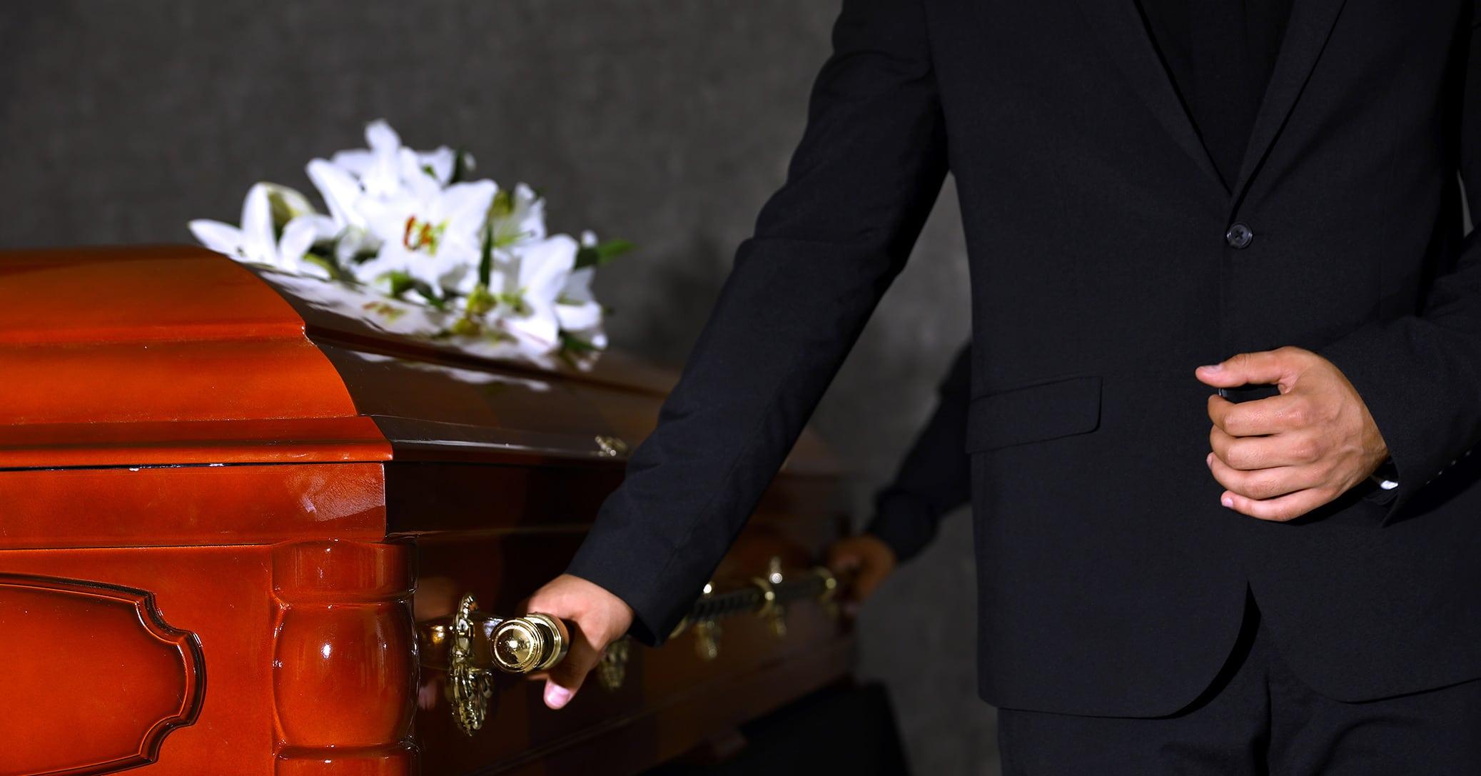 Comment devient-on porteur funéraire?